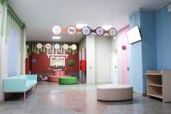 Холл у кабинета выдачи больничных листов.